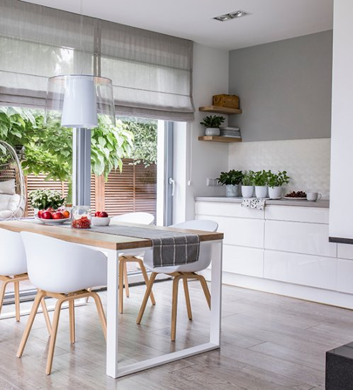 Add rustic touch for your kitchen with Roman shades